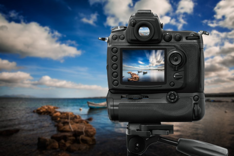 DSLR camera is shooting for HDR